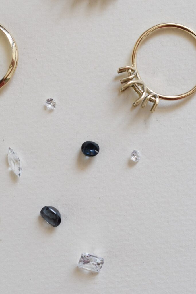 טבעת יהלום ואבני חן בעבודה, סטודיו דוסה