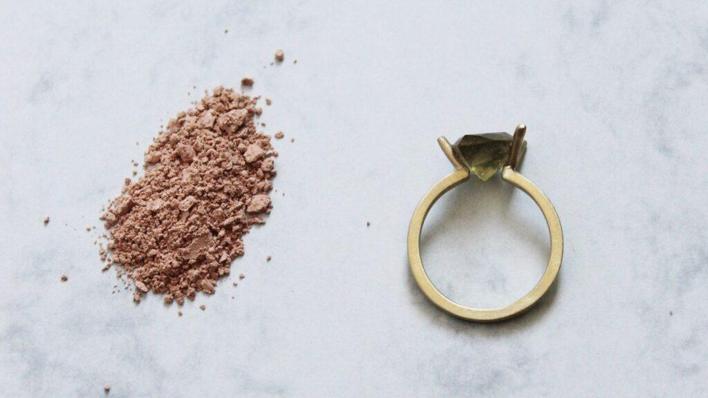 טבעת מתוך הקולקציה של דניאל קלר אבירם - תכשיטים וקיימות